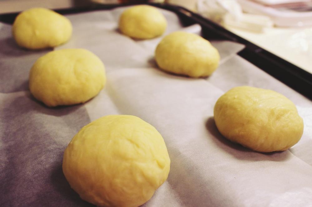 2) 麵團分6等份(每份60g) , 滾圓後靜置15分鐘