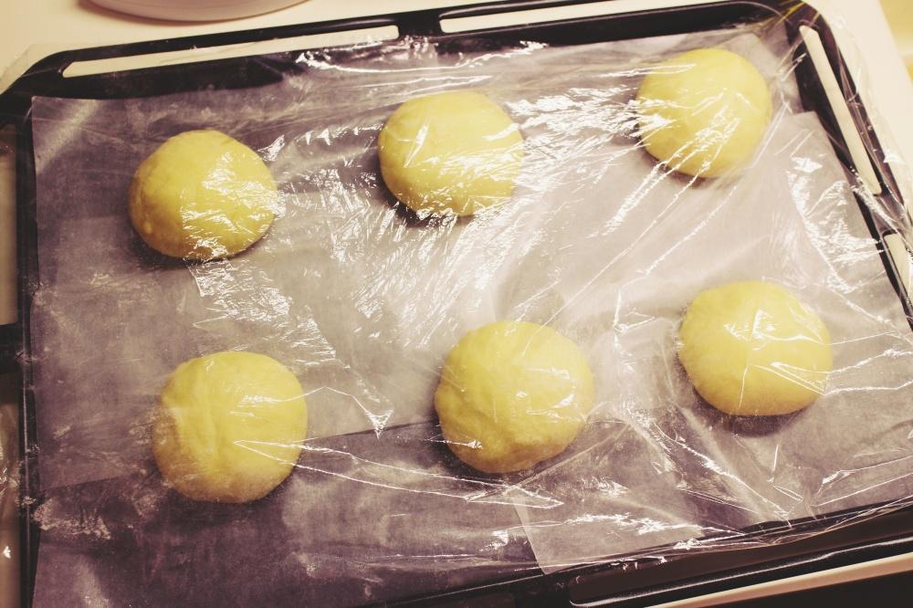 3) 蓋上濕布或保鮮紙發發酵至2倍大(約45分鐘)- 第2次發酵